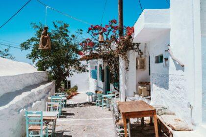 Ruelle commerçante sur l'ile d'Amorgos