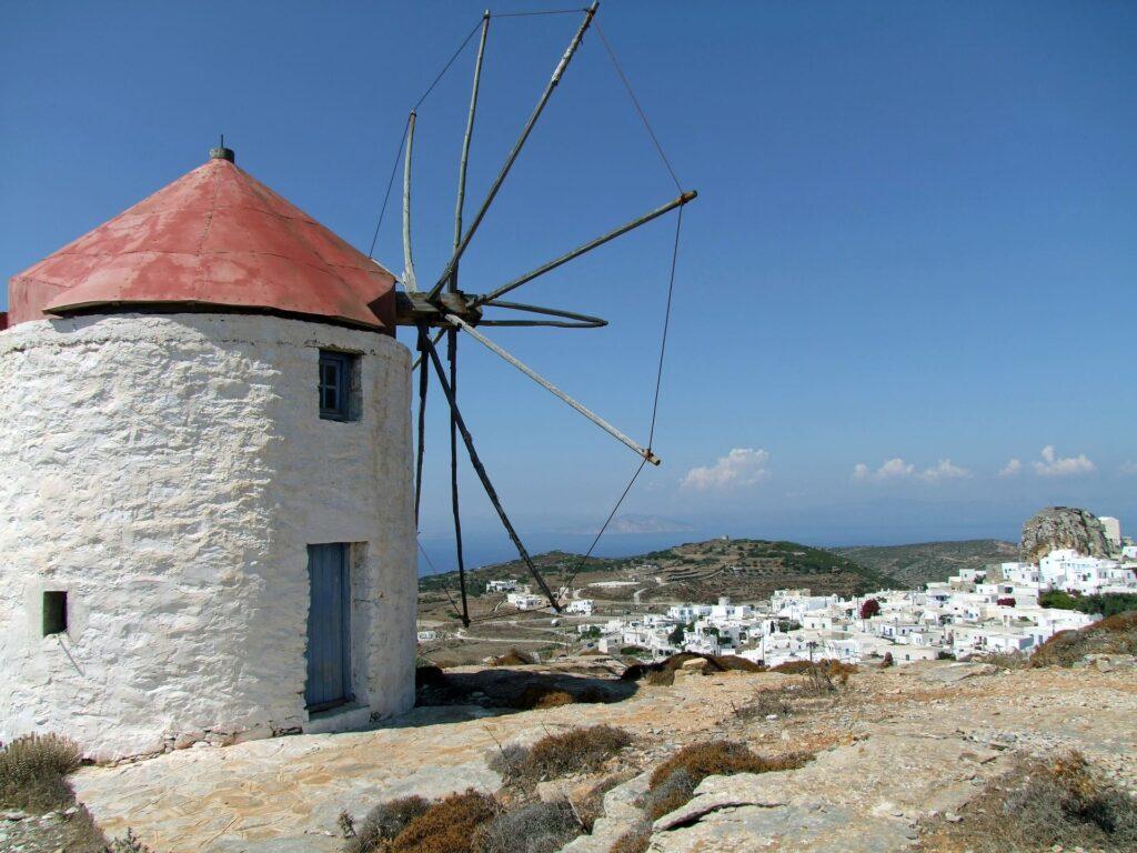 moulins à vent historiques situés à l'est du hameau à Amorgos